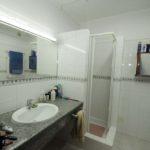 Bathroom 1 wit shower